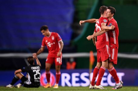 LISBON, PORTUGAL – AUGUST 19: Thomas Mueller of Bayern Munich and Robert Lewandowski of Bayern Munich celebrate following their sides victory in the UEFA Champions League Semi Final match between Olympique Lyonnais and Bayern Munich at Estadio Jose Alvalade on August 19, 2020 in Lisbon, Portugal. (Photo by Franck Fife/Pool via Getty Images)