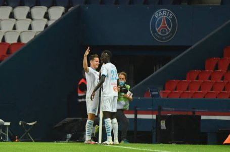 Florian THAUVIN of Marseille celebrates his goal with Pape GUEYE of Marseille during the Ligue 1 match between Paris Saint-Germain and Olympique Marseille at Parc des Princes on September 13, 2020 in Paris, France. (Photo by Anthony Dibon/Icon Sport via Getty Images)